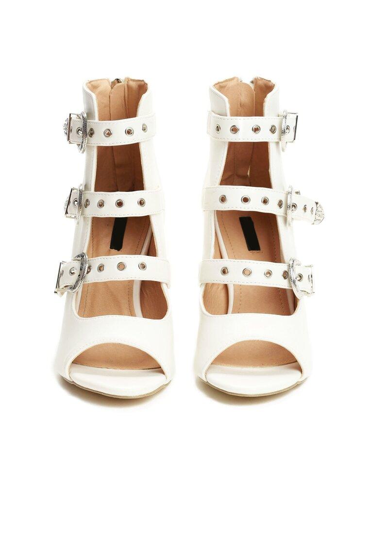 Białe Sandały Got A Perfect Look