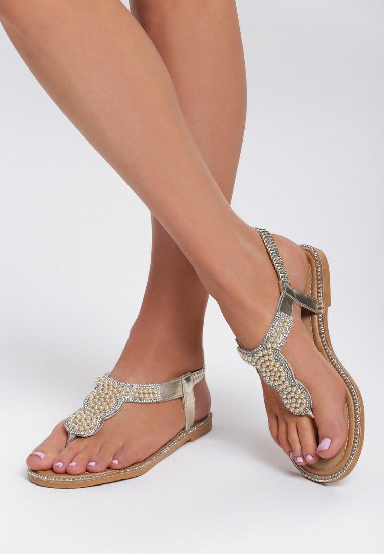 Złote Sandały To The Claskys