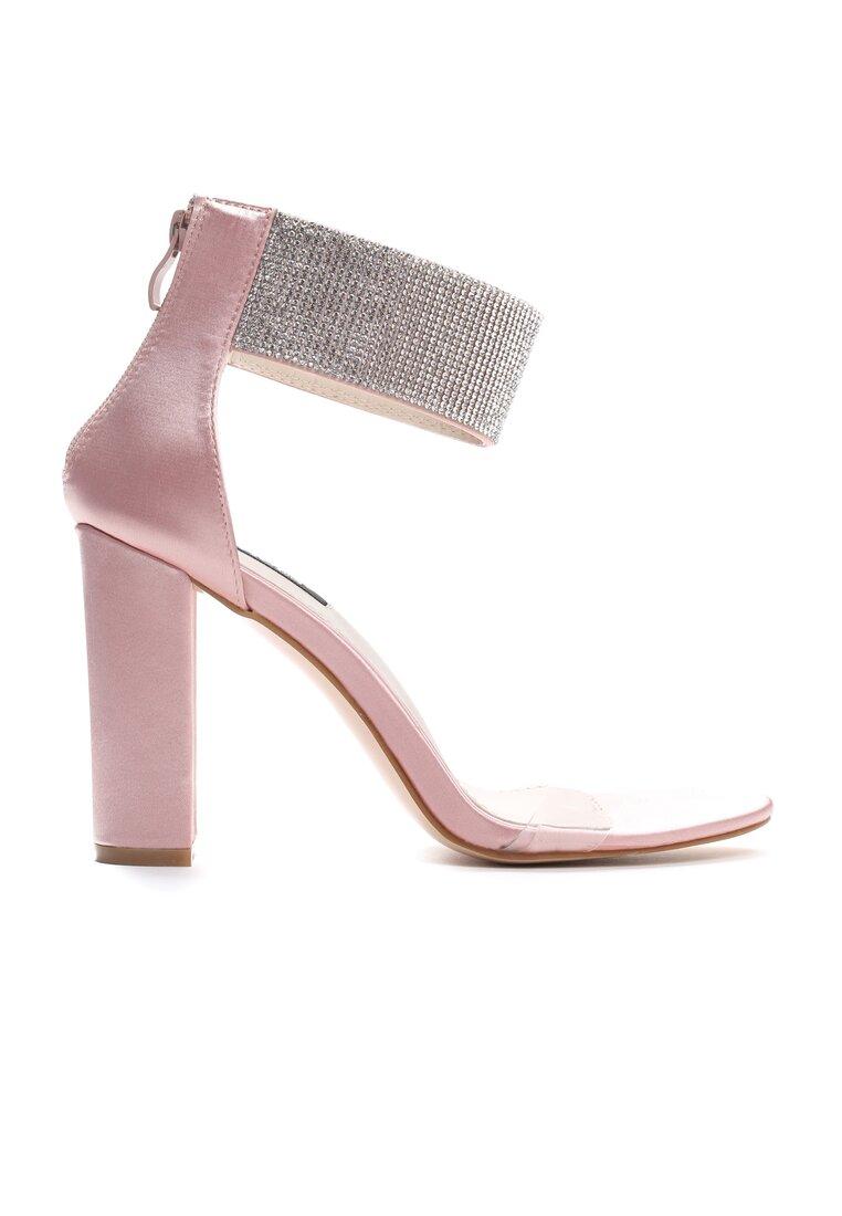 Różowe Sandały Thoughts