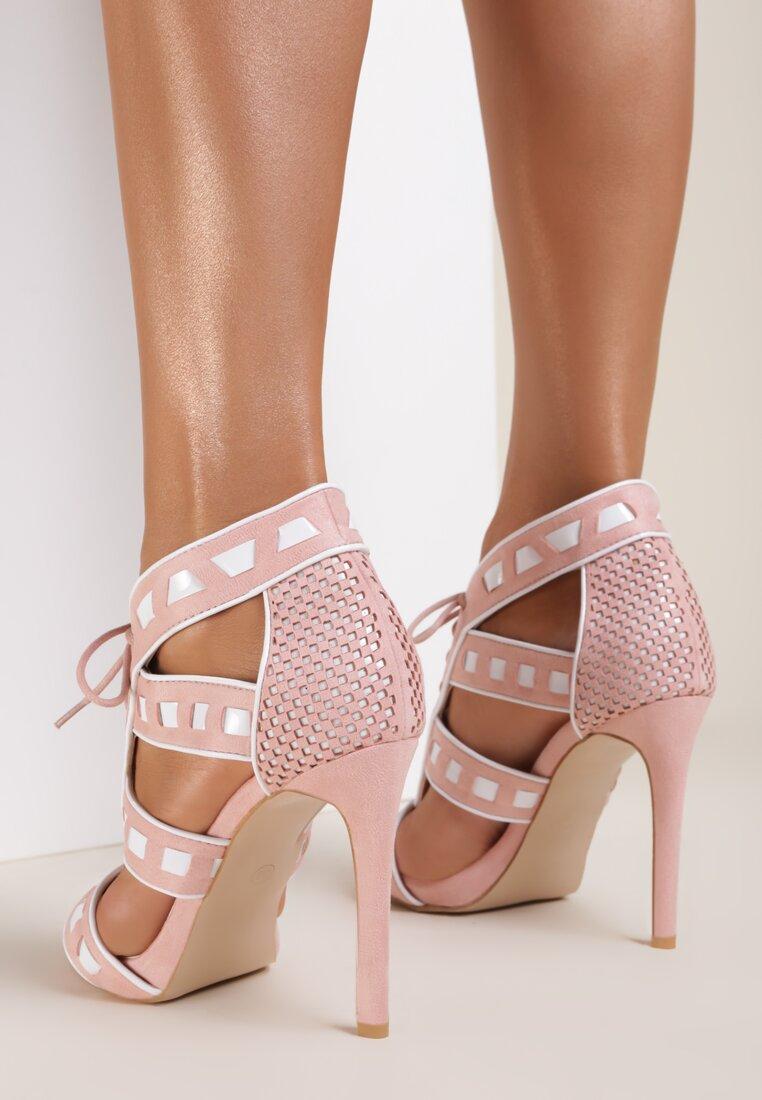 Różowe Sandały Out With It