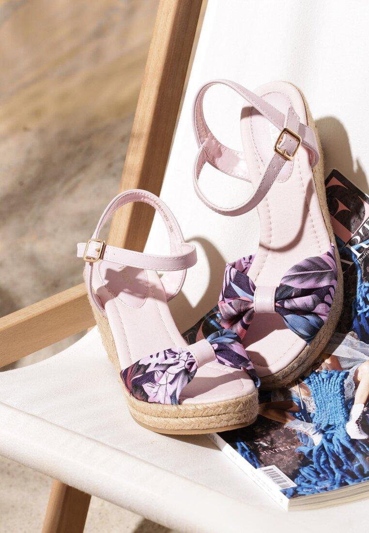 Różowe Sandały Crocus