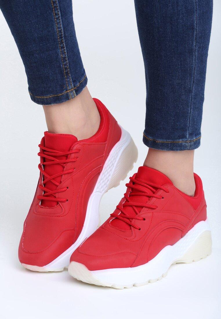 Czerwone Sneakersy Backyard